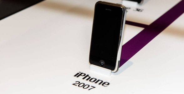 Photo of an iPhone from 2007