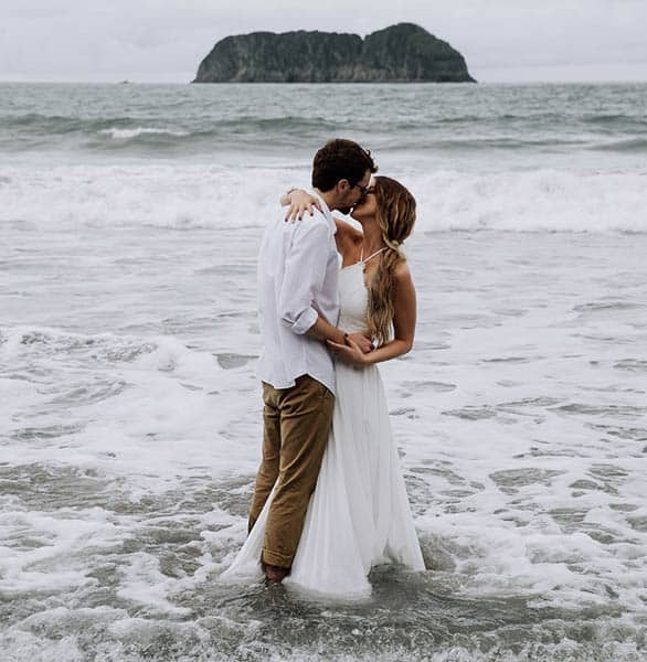 Photo of a couple at Arenas del Mar