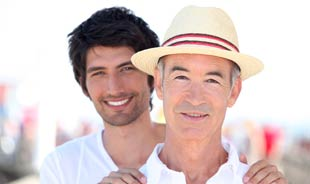 """SeniorFriendsDate """"title ="""" SeniorFriendsDate """"srcset ="""" https://www.datingnews.com/wp-content/uploads/2019/06/seniorfriendsdategay.jpg 310w, https://www.datingnews.com/wp-content/uploads /2019/06/seniorfriendsdategay-300x178.jpg 300w """"tailles ="""" (largeur max: 310px) 100vw, 310px """"/> </div> <div class="""